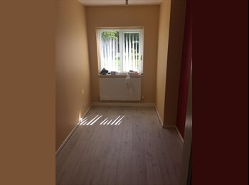 EasyRoommate UK - Lovely funky double room in hazel grove - Hazel Grove, Stockport - £495 pcm