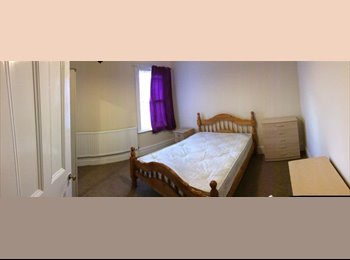 Amazing double room for a person available now!!