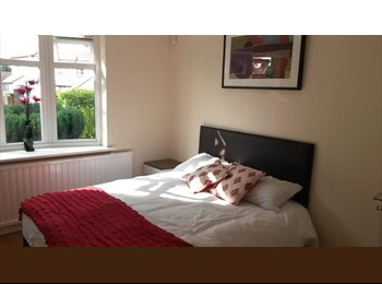 Double Rooms for rent in Catshill ideal for Commuters