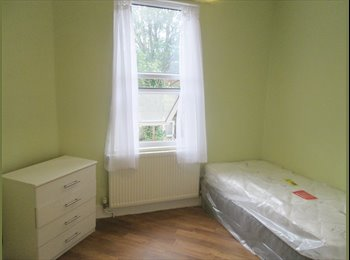 EasyRoommate UK - Fully furnished bedroom with own separate kitchen - Tottenham, London - £750 pcm