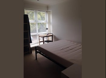 EasyRoommate UK - Oakley heights , Bournemouth square - West Cliff, Bournemouth - £375 pcm