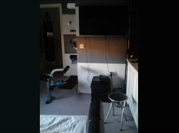 Smart double room to let