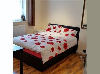 EasyRoommate UK -  Large Room for tidy female new refurbished - Edgware, London - £430 pcm