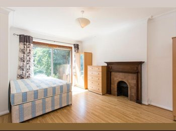 Beautiful Twin-Double room! Access to the Garden!