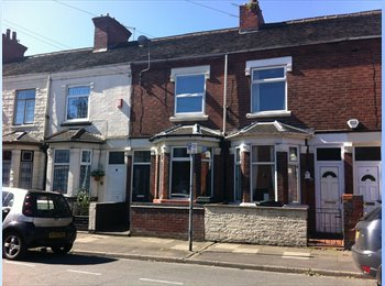 EasyRoommate UK - A double bedroom available in the heart of Stoke! - Stoke-on-Trent, Stoke-on-Trent - £380 pcm