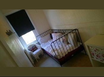 EasyRoommate UK - Friendly & Relaxed Houseshare - Easton, Bristol - £365 pcm