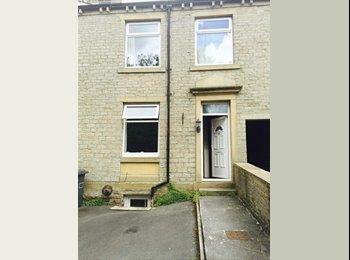EasyRoommate UK - Huge Fully furnished double rooms - Huddersfield, Kirklees - £325 pcm