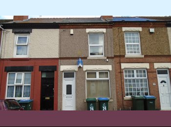 EasyRoommate UK - STUDENT! STUDENT! STUDENT! Smart pad available now - Stoke, Coventry - £350 pcm