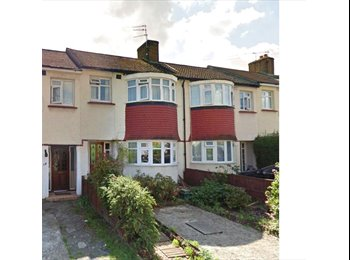 EasyRoommate UK - 3 double bedrooms in flatshare. Bills included. - Southall, London - £600 pcm