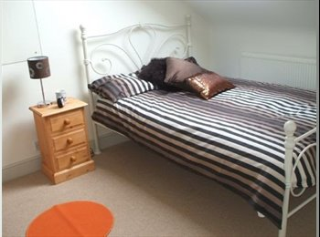 EasyRoommate UK - Student house. Double room available!! - Southsea, Portsmouth - £408 pcm