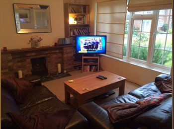 EasyRoommate UK - Large Double Room in Near St Albans Town Center and Station - St. Albans, St Albans - £800 pcm