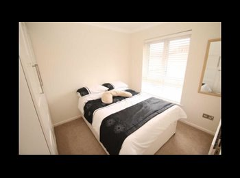 EasyRoommate UK - Beautiful large double bedroom in willen - Willen, Milton Keynes - £600 pcm