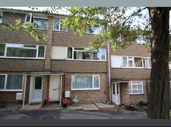 EasyRoommate UK - Contemporary Maisonette 8 mins Maidstone West BR - Tovil, Maidstone - £477 pcm
