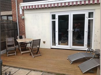 EasyRoommate UK - Double room to rent, Rm3 8Hn (£560) PCM - Harold Hill, London - £550 pcm