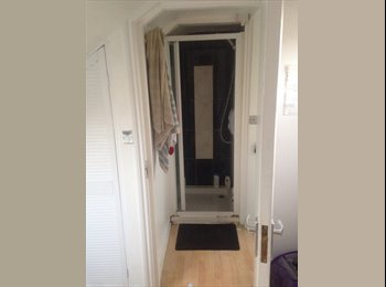 EasyRoommate UK - Lovely double room with shower. - Cricklewood, London - £530 pcm