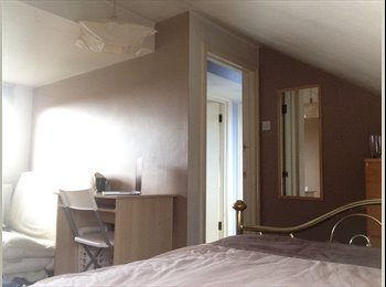 EasyRoommate UK - LOVELY BRIGHT AND BIG DOUBLE ROOM - Cricklewood, London - £720 pcm