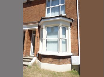 EasyRoommate UK - Double room to let in friendly clean house - Ashford, Ashford - £420 pcm