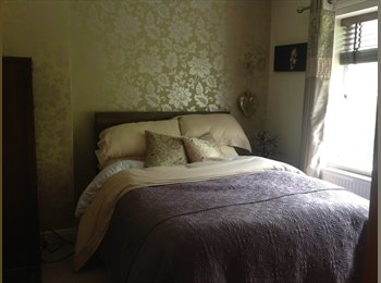 EasyRoommate UK - Double room in a quiet area - Timperley, Trafford - £400 pcm