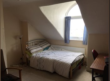EasyRoommate UK - Double room for rent in shared house - Whitley Wood, Reading - £320 pcm