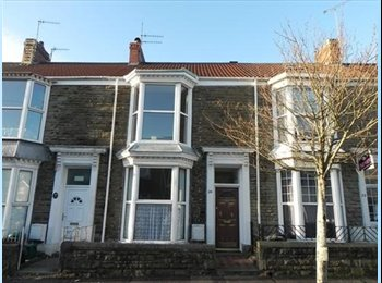 EasyRoommate UK - Clean and comfortable house in excellent location - Uplands, Swansea - £350 pcm