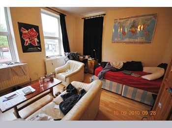 Spacious double bed in great location in Camden