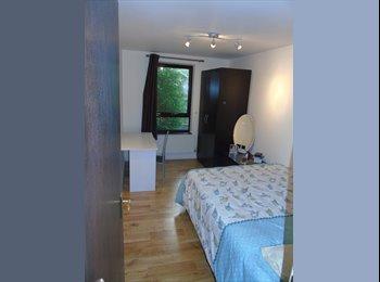 Double room West London/ Opposite Westfield