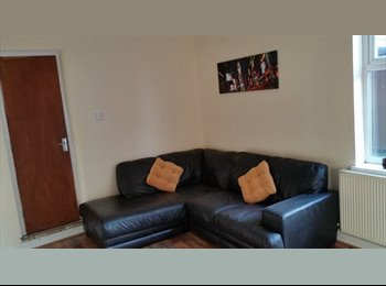 EasyRoommate UK - Spacious Living in sought after location - Ettingshall, Wolverhampton - £425 pcm