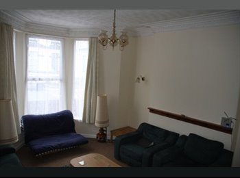 EasyRoommate UK - STUDENT house share, 5 bedrooms, Plymouth, bills included - St Judes, Plymouth - £370 pcm