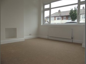 3 x rooms available in refurbished house in E17