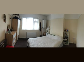 EasyRoommate UK - Superb affordable modern home near Gloucester Rd - Horfield, Bristol - £430 pcm