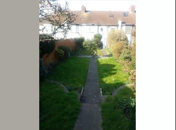 Single Room in Lovely House 3 min walk from station garden...