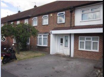 EasyRoommate UK - Brilliant large room - Mackworth, Derby - £325 pcm