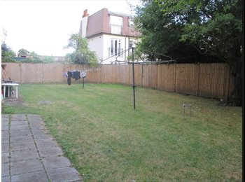 EasyRoommate UK - Very Spacious Large Double in Kingston - Kingston upon Thames, London - £585 pcm