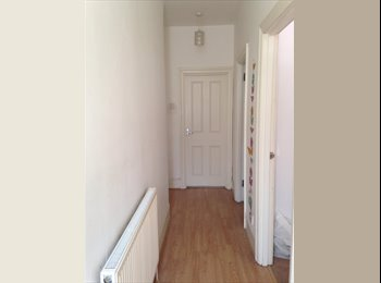 EasyRoommate UK - Furnished bright double bedroom - East Finchley, London - £586 pcm