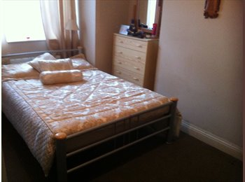 EasyRoommate UK - Double bed room for rent  - Mitcham, London - £500 pcm