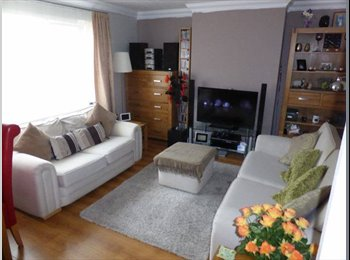 EasyRoommate UK - Nice Dbl Room in Woodley - 5 day let - Woodley, Reading - £375 pcm