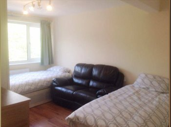 Twin room zone 1 - walking distance from Hyde Park