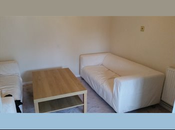 EasyRoommate UK - Rooms to let in well kept house - Langley Green, Crawley - £550 pcm