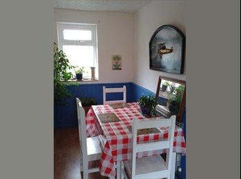 EasyRoommate UK - DOWNEND ROOM OVERLOOKING GARDEN £390 INC - Downend, Bristol - £390 pcm