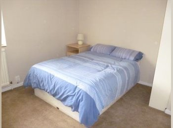 EasyRoommate UK - Double bedroom for rent 30 seconds away from Hainault Underground, £620 - Hainault, London - £620 pcm