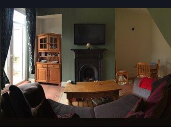 EasyRoommate UK - Lovely double bedroom with bay windows  - Heaton, Newcastle upon Tyne - £405 pcm