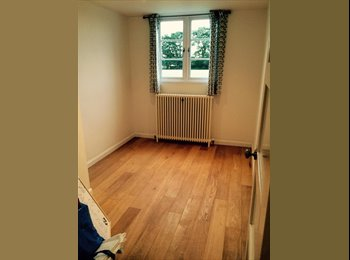 EasyRoommate UK - Double Room To Rent In Hampton Court! - East Molesey, London - £575 pcm
