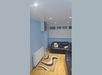 EasyRoommate UK - DOUBLE ROOM AVAILABLE TO LET: - Tulse Hill, London - £500 pcm