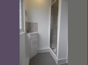 EasyRoommate UK - Large Double En-suite Room in Newly Refurbished House - Gillingham, Gillingham - £550 pcm