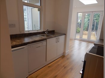 EasyRoommate UK - Double En-suite Bedroom in Newly Refurbished House - Gillingham, Gillingham - £525 pcm