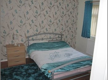 EasyRoommate UK - Large double overlooking parkland  - Seedley, Manchester - £400 pcm