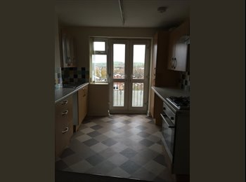 Modern double bedroom with ensuite, near city centre
