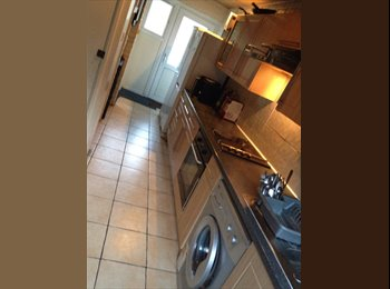 2 SINGLE ROOM AVAILABLE Hales Place CT2