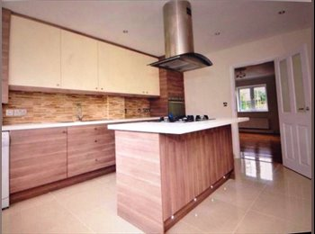 EasyRoommate UK - Zone 3 Stunning Modern House with Garden & Parking - Manor Park, London - £700 pcm