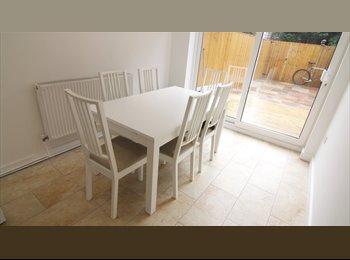 EasyRoommate UK - Lovely newly refurbished duplex four bedroom flat - Enfield, London - £400 pcm